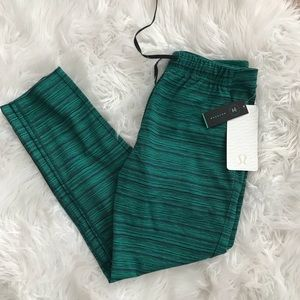 • Lululemon • Jet Crop Slim Cyber Jungle 4 Green